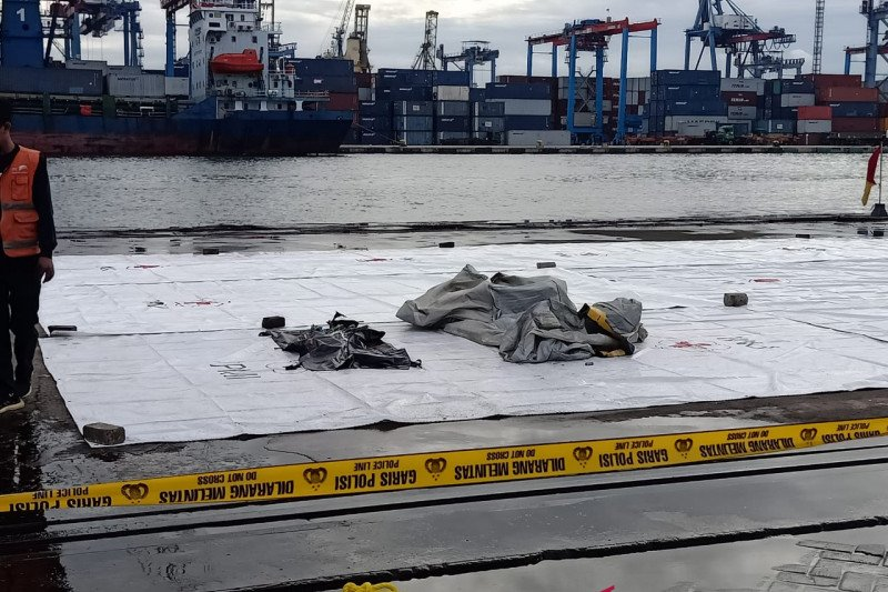 Tim SAR kirim dua kantong jenazah  Sriwijaya Air ke RS Polri