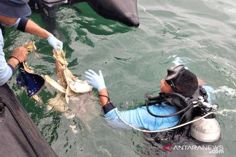Tim selam Kopaska TNI AL temukan bagian tubuh diduga korban Sriwijaya Air