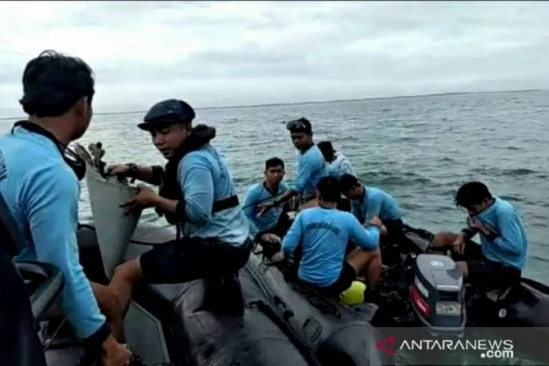 Tim SAR Sriwijaya SJ-182 temukan jenazah dikumpulkan dalam lima kantong
