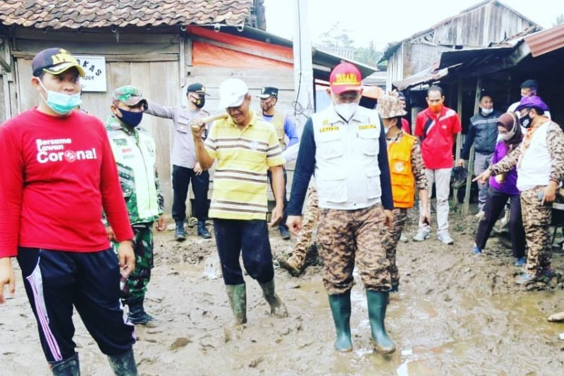 Fauzi pimpin langsung aksi kemanusian pasca banjir bandang