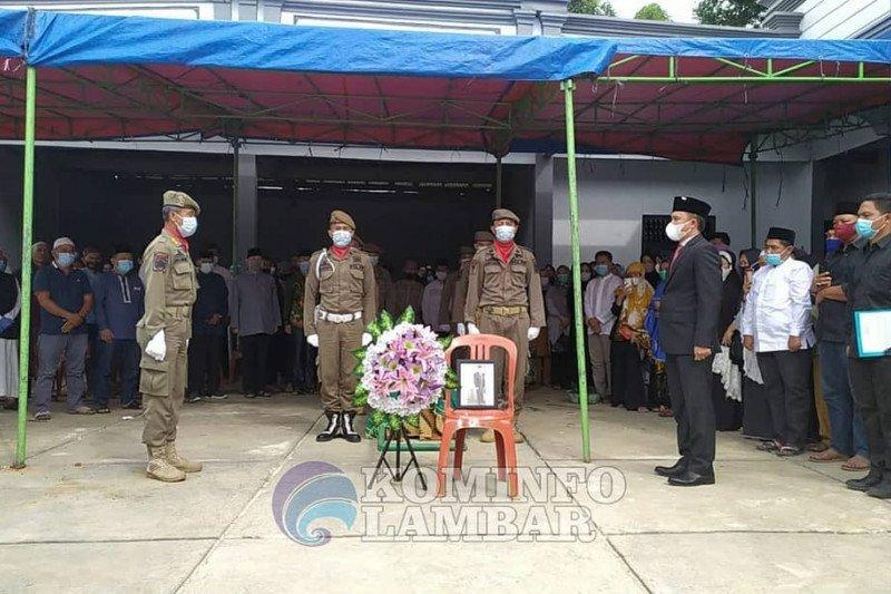 Bupati Lampung Barat pimpin upacara pemakanan almahrum Kadis TPH