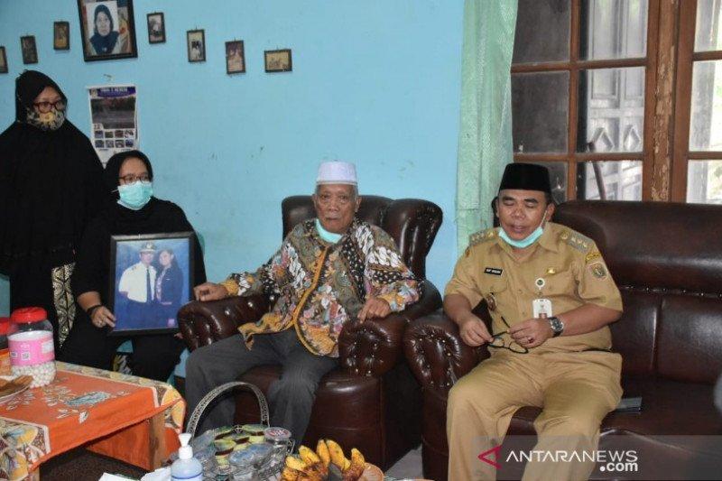 Bupati Pekalongan sambangi keluarga korban  Sriwijaya Air