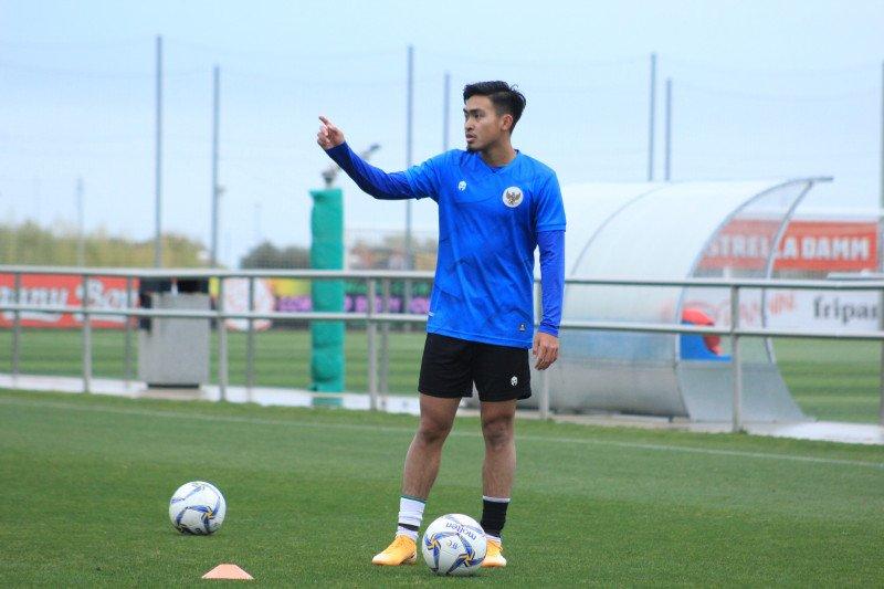 Pemain timnas U-19 ini didaulat jadi penerjemah di Spanyol