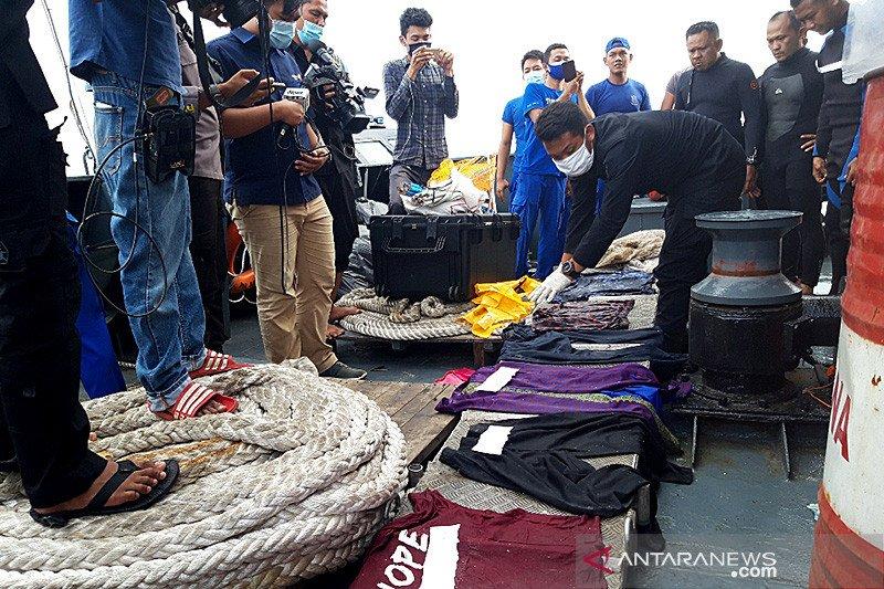 Jenazah Pramugari Sriwijaya Air SJ 182 asal Bali  dimakamkan di Mumbul