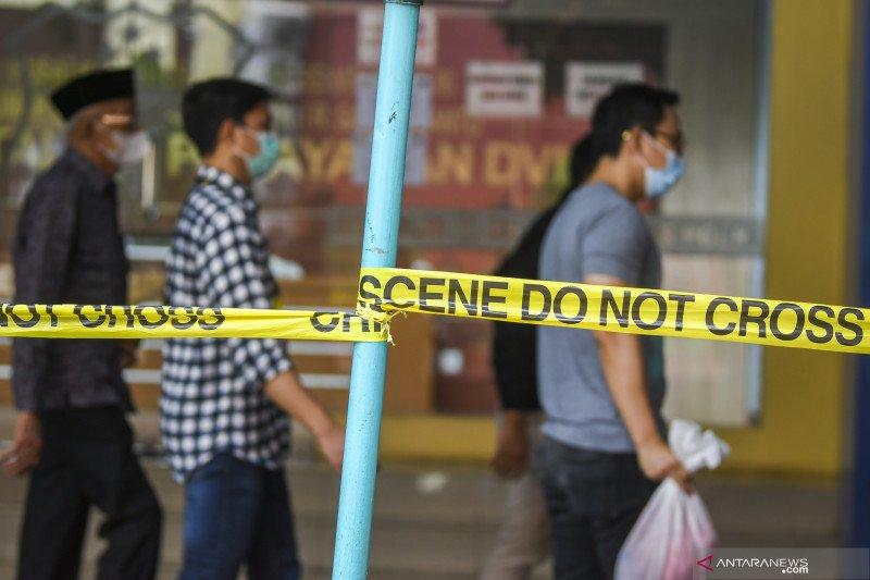 Keluarga korban Sriwijaya Air tunggu proses identifikasi di RS Polri