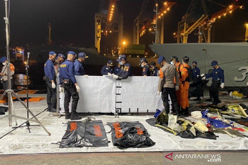 Jenazah co-pilot  dan 2 penumpang teridentifikasi dari sidik jari