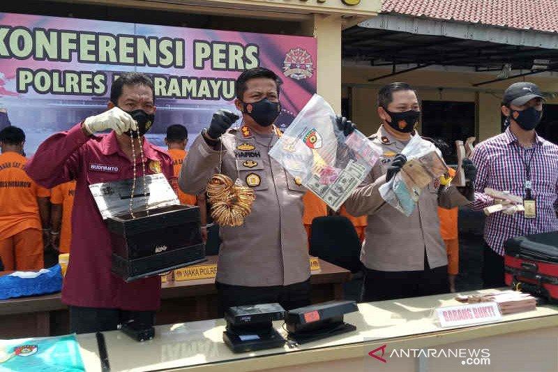Polres Indramayu tangkap lima pengedar uang palsu dolar