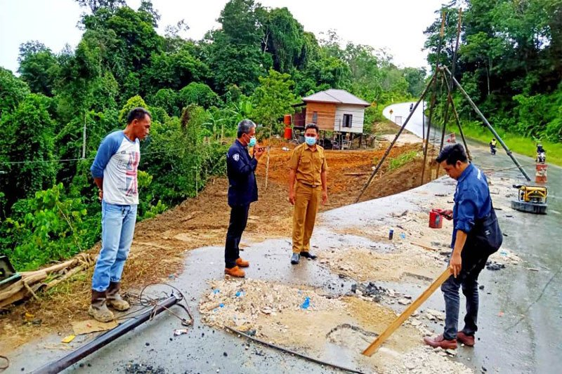 Perbaikan jalan longsor, Jalan H Koyem ditutup total