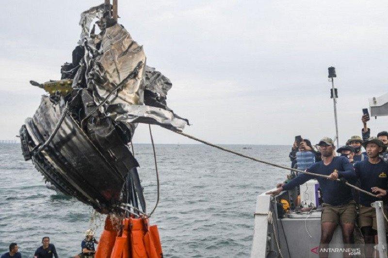 KNKT menduga pesawat Sriwijaya SJ 182 tidak meledak sebelum membentur air