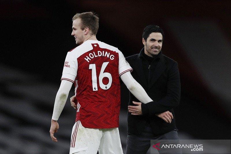 Liga Inggris - Arsenal perpanjang kontrak  Rob Holding hingga 2024