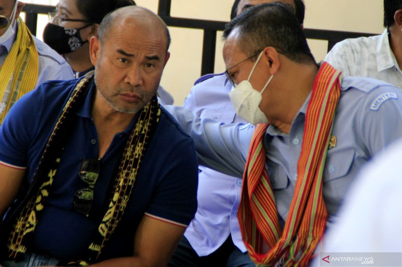 East Nusa Tenggara governor testing positive for COVID undergoes treatment
