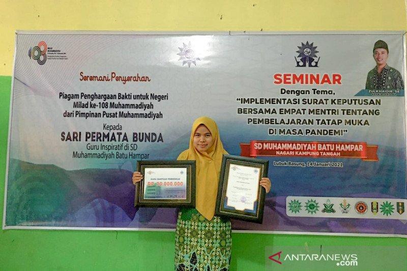 Guru SDM Bantu Hampa Agam terima penghargaan dari PP Muhammadiyah