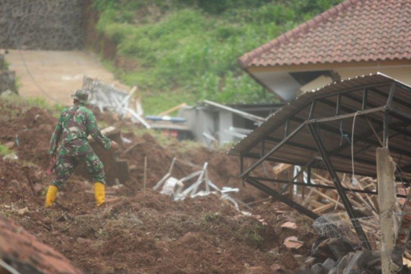 Antisipasi zona rawan longsor susulan di Sumedang