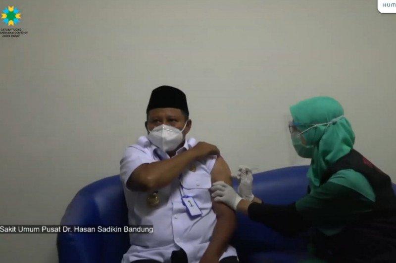 Tensi darah Wagub Jabar tinggi jelang divaksinasi COVID-19