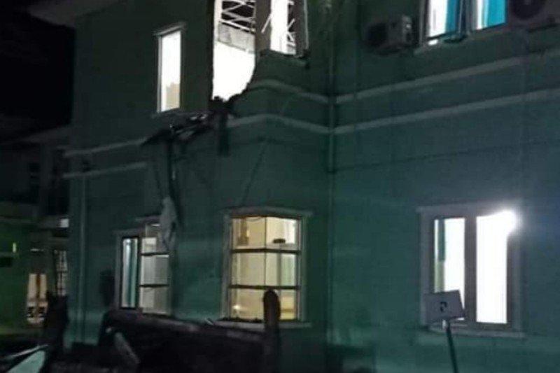 Bangunan bertingkat roboh akibat gempa di Mamuju