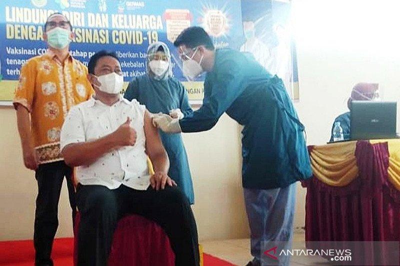 Bupati Edy Pratowo yakinkan masyarakat vaksin aman digunakan