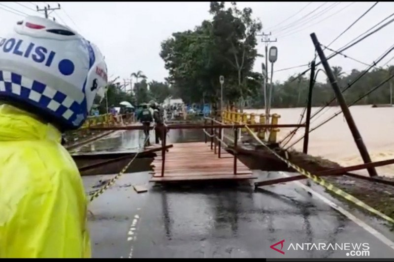 Akses masuk kabupaten Tanah Laut Kalsel lumpuh dikepung banjir
