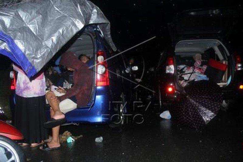 Tempat pengungsian korban gempa bumi di Sulbar