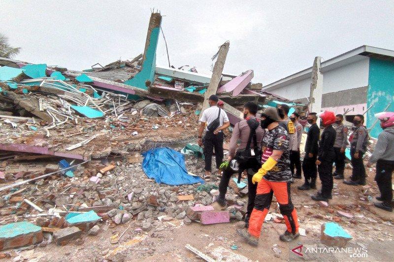 Anjing pelacak dikerahkan untuk bantu pencarian korban gempa di Mamuju Sulbar