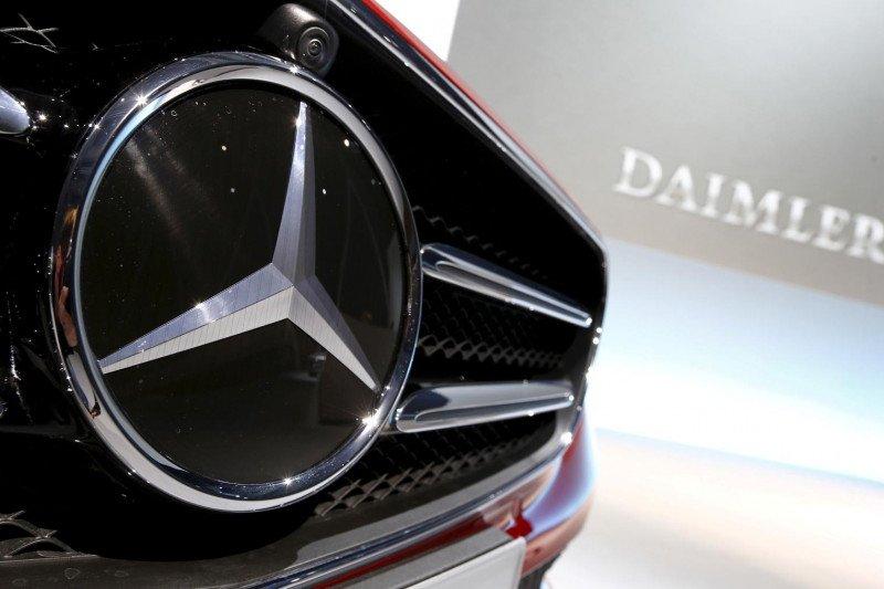 Daimler pangkas produksi karena krisis semikonduktor