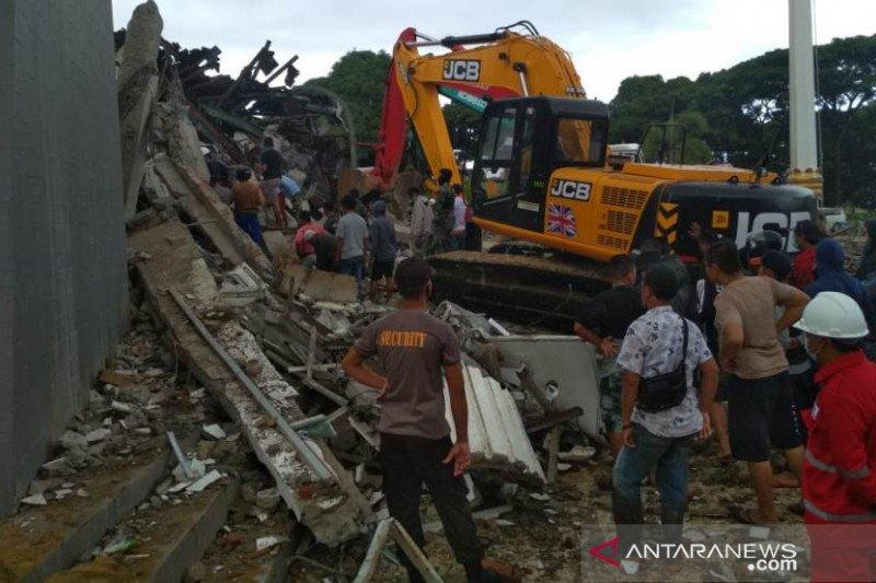 Sejumlah bangunan di Mamuju ambruk akibat gempa bumi magnitudo 6,2