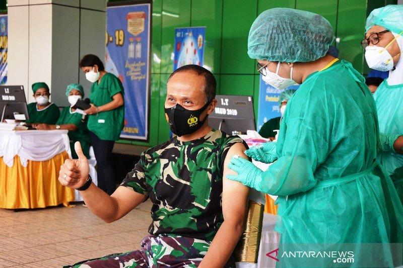 Pangdam XVII/Cenderawasih Mendapat suntikan Vaksin COVID-19