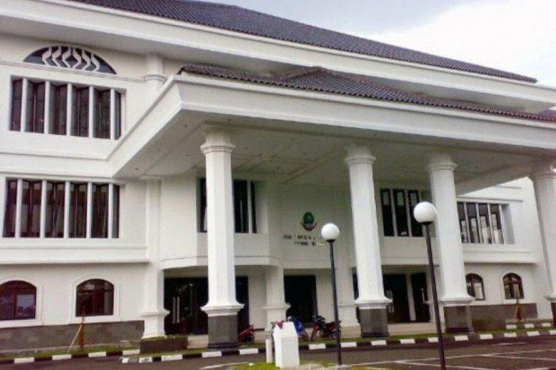 10 orang pegawai di lingkungan DPRD Jawa Barat terpapar COVID-19