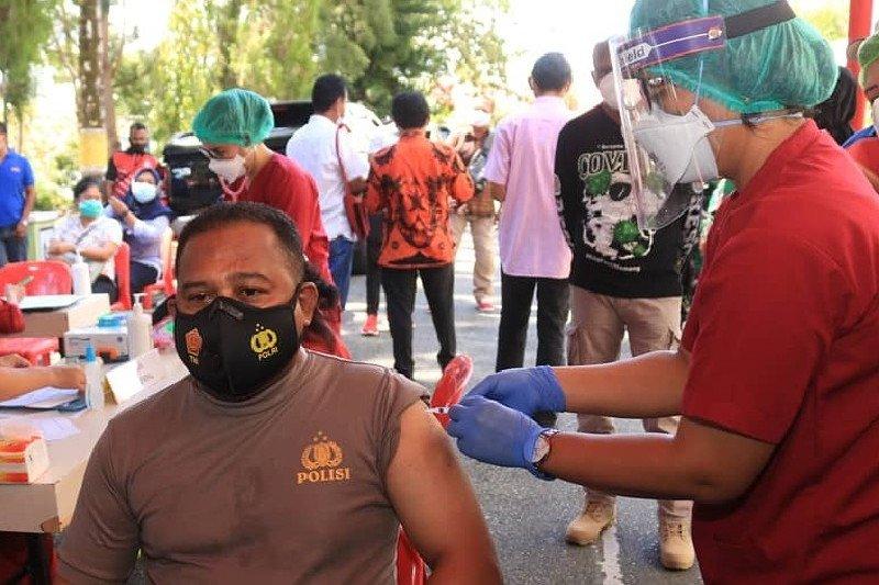 33 warga  di Kota Jayapura divaksin COVID-19
