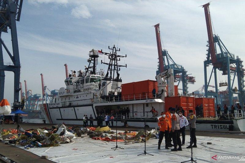Tim SAR mengerahkan 62 kapal hari kedelapan pencarian SJ-182