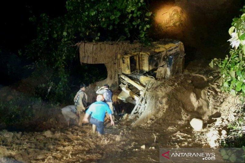 Operator excavator tewas terseret masuk jurang di Tapin Kalsel