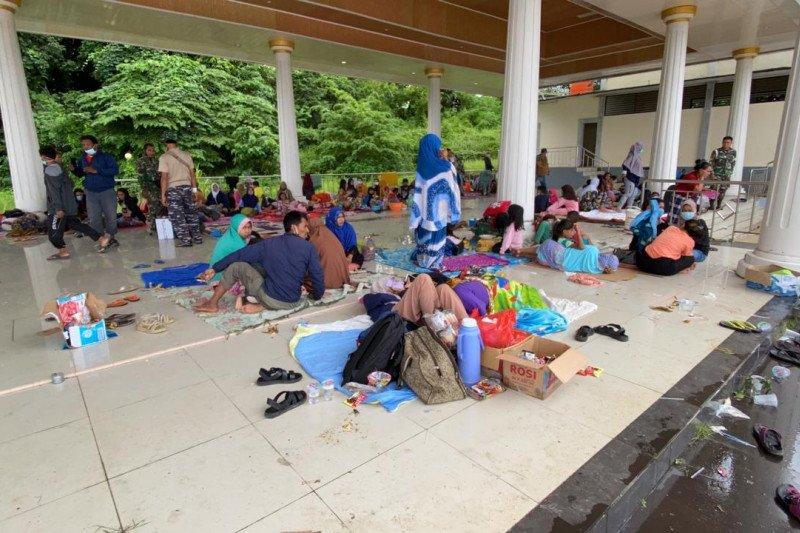 Bantuan Kemensos tiba dan disalurkan korban gempa di Mamuju