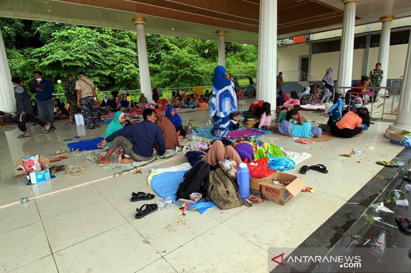 Kemensos dirikan tenda pengungsian di Stadion Manakarra Mamuju Sulbar