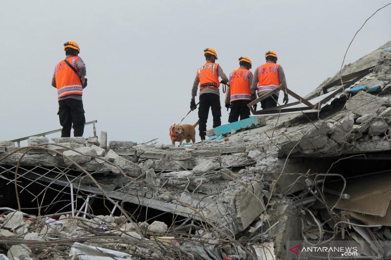 Pencarian korban gempa Mamuju hari ketiga - ANTARA News