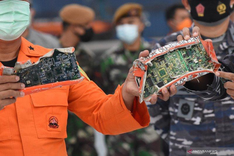 Satgas SAR TNI AL menemukan 3 kantong serpihan badan pesawat SJ-182