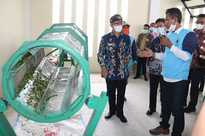 Bupati Pringsewu resmikan  tempat penampungan sampah 3R