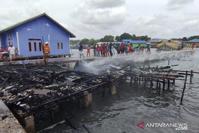 Rumah warga di pesisir Tanjungpinang ludes terbakar