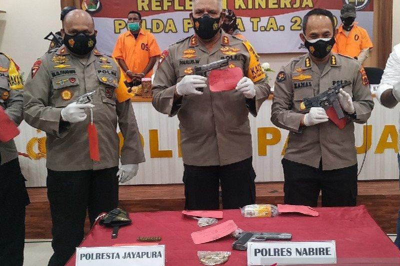 Polisi dan TNI menjual senjata harus ditindak tegas