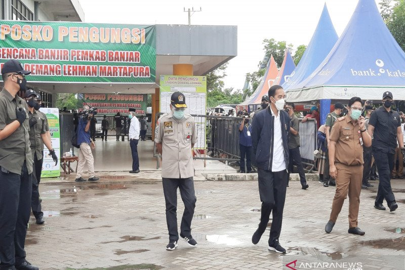 Presiden Joko Widodo sapa pengungsi korban banjir di Kabupaten Banjar