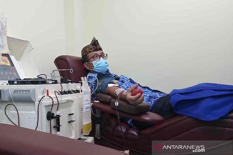 Bupati Cirebon Imron donor plasma darah bagi pasien positif COVID-19