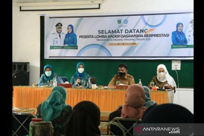 Tingkatkan Kemampuan Kader, DSPPKBPPPA Kota Padang Pajang helat lomba Dasawisma