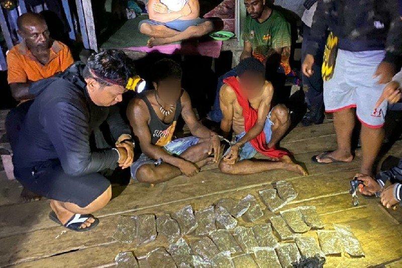 Tim gabungan Polisi  Jayapura  tangkap pemasok ganja dari PNG