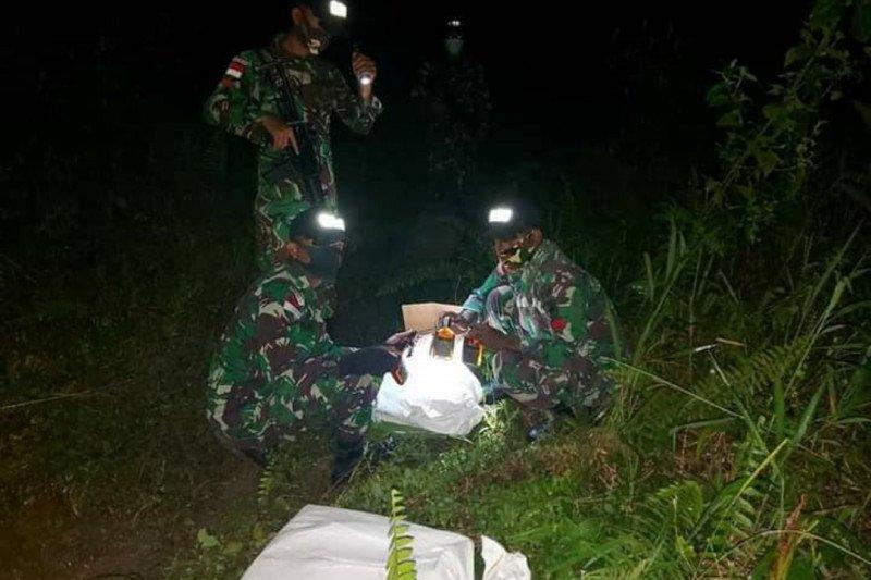 Empat pekerja migran Indonesia ilegal dan puluhan botol miras diamankan