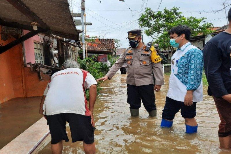 Kapolresta Pekalongan ingatkan pengungsi banjir tetap patuhi prokes
