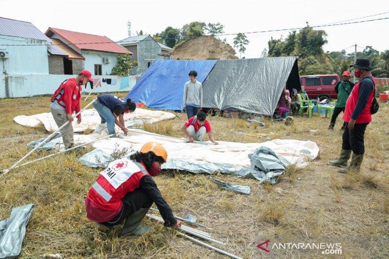 PMI dirikan tenda pengungsian untuk korban gempa Mamuju