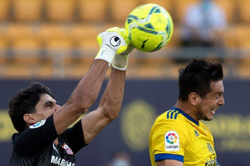 Liga Spanyol - Bono angkat Sevilla ke posisi empat klasemen La Liga