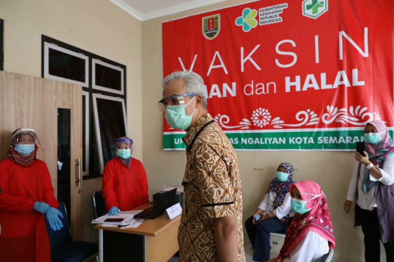 Gubernur Ganjar minta fasilitas kesehatan proaktif percepatan vaksinasi nakes