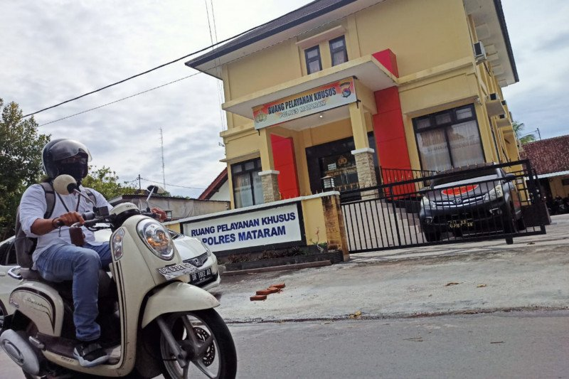 Diduga cabuli anak kandungnya yang baru gadis, mantan anggota DPRD NTB diamankan polisi