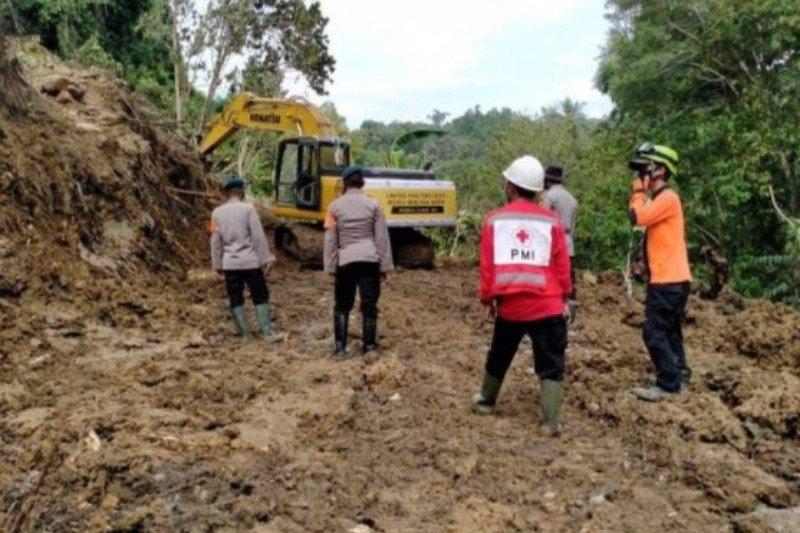 Longsor kembali memutus jalur trans Sulawesi di Desa Mekkatta Majene Sulbar