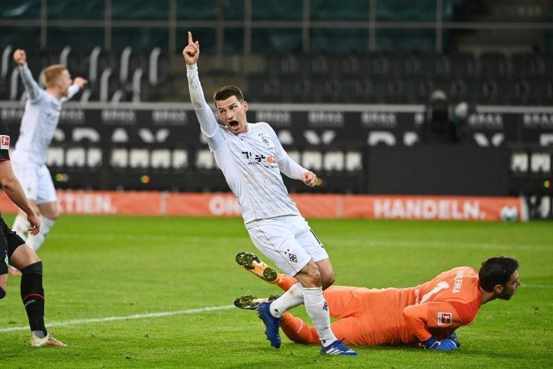 Liga Jerman-Gol Elveldi membuat Gladbach menang tipis 1-0 atas Bremen