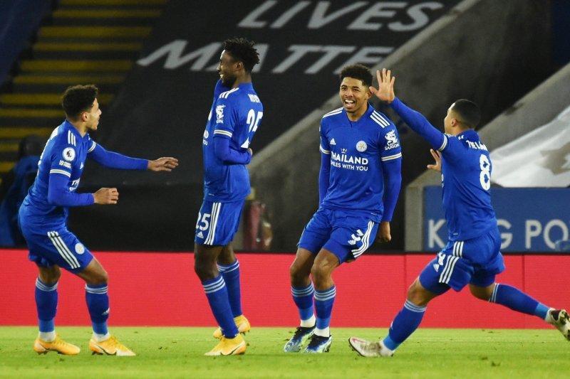 Leicester City puncaki klasemen setelah taklukkan Chelsea 2-0